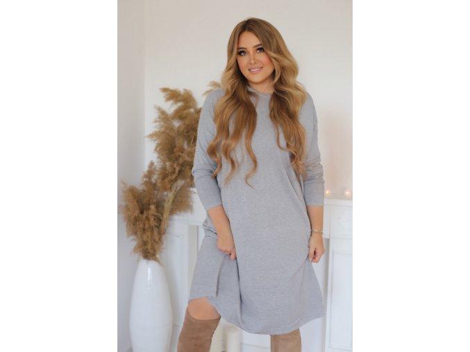 Voľné svetrové šaty v sivej