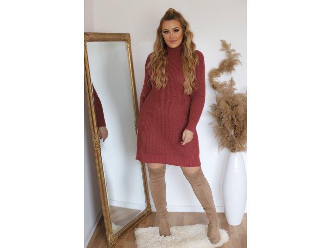 Rolákové svetrové šaty v hrdzavo červenej