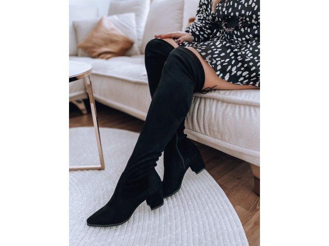 Čierne vysoké čižmy nad kolená