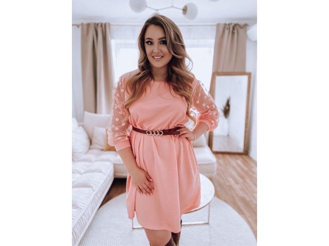 Voľné ružové šaty s bodkovanými rukávmi