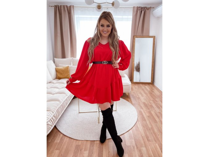 Krátke červené šaty s opaskom