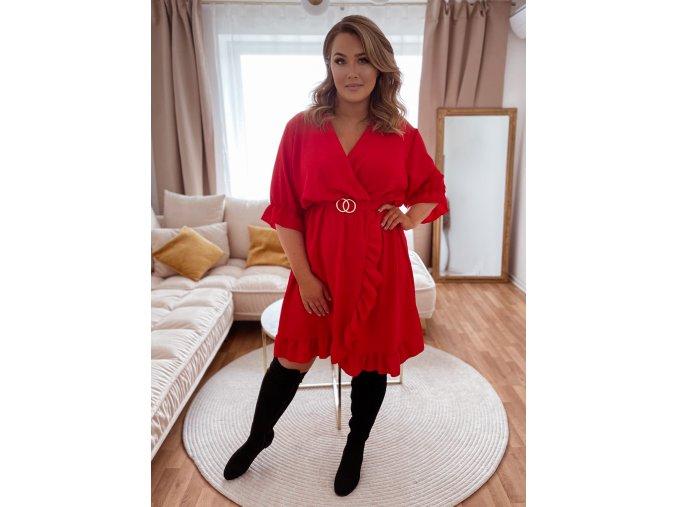 Šaty s volánom a opaskom v červenej farbe