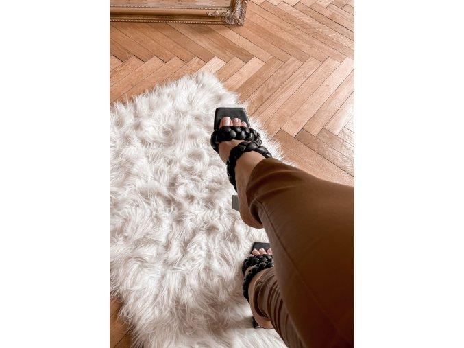 Čierne sandále na hrubom podpätku