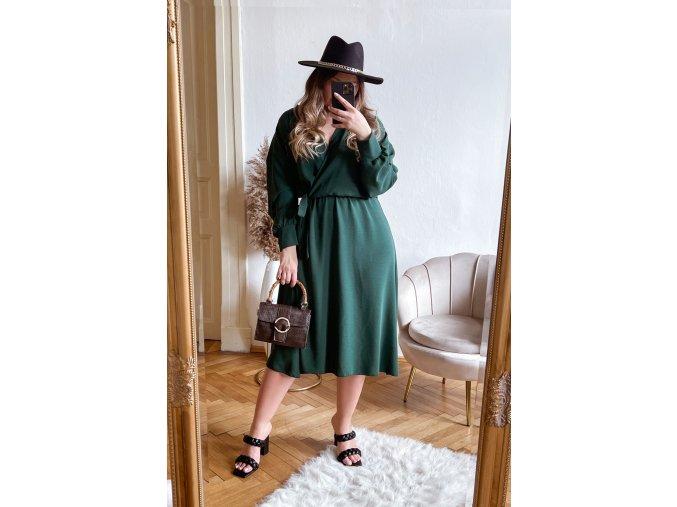 Zelené šaty so zavinovacím efektom