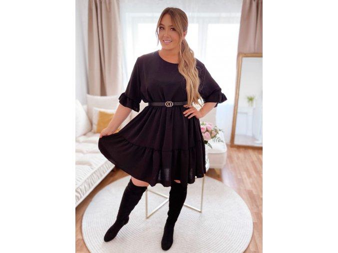 Voľné prešívané šaty s krátkym rukávom v čiernej