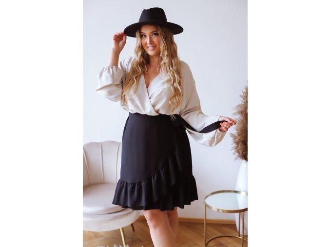 Čierna sukňa so zavinovacím efektom