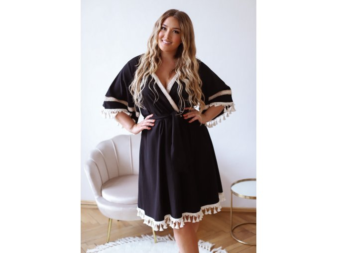 Čierne šaty s krémovými strapcami