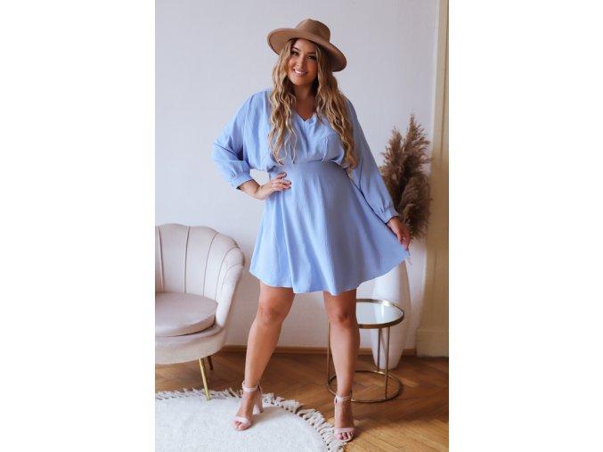 Svetlo modré krátke šaty s dlhým rukávom