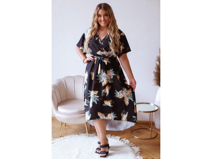 Dlhé kvetinové šaty s krátkym rukávom v čiernej