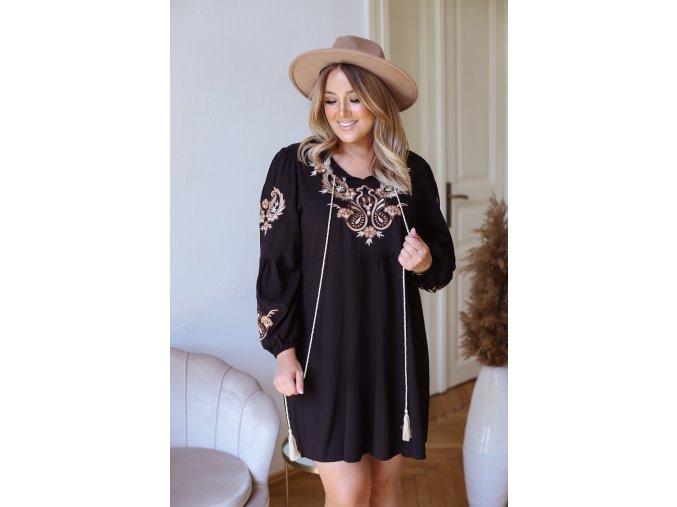 Krátke šaty s vyšívaným vzorom - čierna