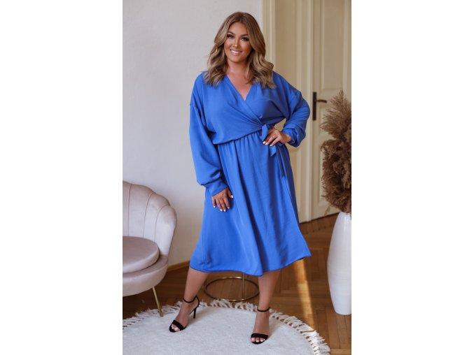 Modré šaty so zavinovacím efektom