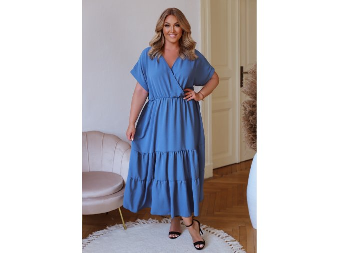 Dlhé voľné šaty s krátkym rukávom v modrej