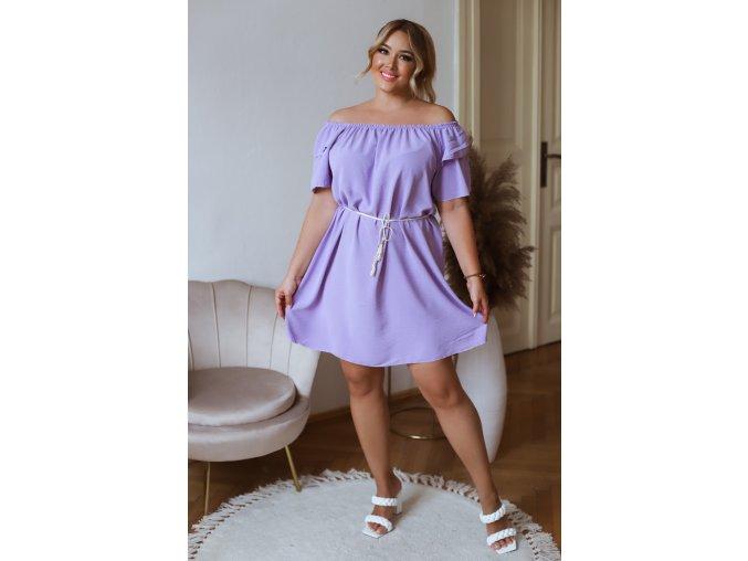 Krátke šaty so spustenými ramenami a opaskom - fialová