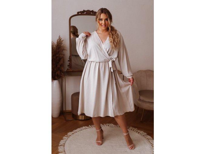Krémové šaty so zavinovacím efektom
