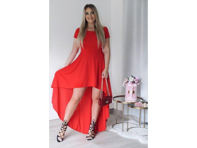 Asymetrické šaty s odhalenými ramnemai v červenej