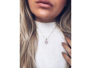 Elegantný náhrdelník s vločkou v zlatej farbe