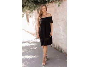 Čierne šaty s odhalenými ramenami a čipkou