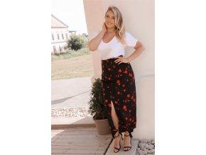 Čierna sukňa s malými červenými kvetinami