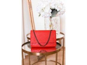 Červená kabelka s efektom hadej kože