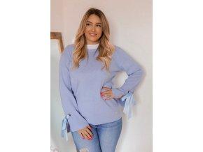 Modrý sveter s mašľami na rukávoch
