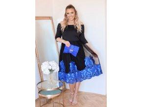 Elegantné šaty s modrou výšivkou na sukni