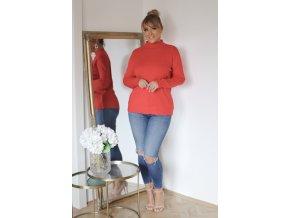 Červený sveter s jemným vzorom