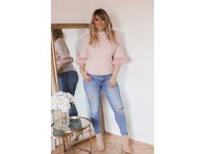 Ružový sveter s kožušinovými rukávmi