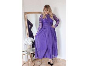 Dlhé fialové šaty s čipkovanými rukávmi a voľnou sukňou