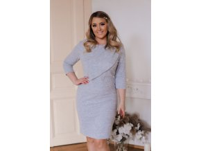 Svetlo-sivé svetrové šaty s volánom