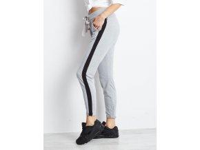 pol pl Szare spodnie dresowe z czarnym lampasem 302940 2