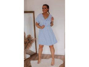 Svetlo-modré prúžkované šaty s krátkym rukávom