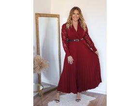Elegantné bordové šaty s čipkovanými rukávmi a opaskom