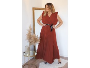 Hnedé šaty s volánom a saténovým opaskom