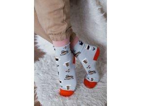 Sivé ponožky pre milovníkov kávy