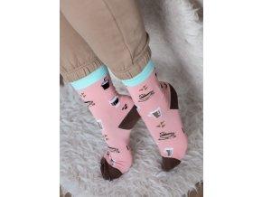 Ružové ponožky pre milovníkov kávy