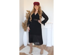 Čierne šaty s plisovanou sukňou a opaskom