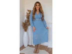 Bledomodré šaty s plisovanou sukňou a opaskom