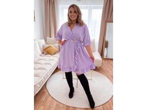 Fialové šaty s volánom a opaskom