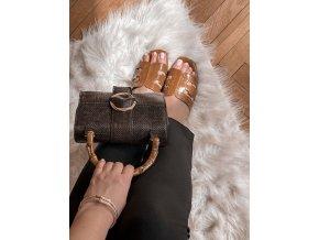 Hnedá kabelka so svetlou sponou