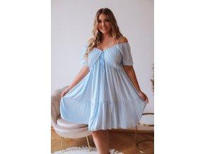 Krátke svetlo modré šaty s odhalenými ramenami