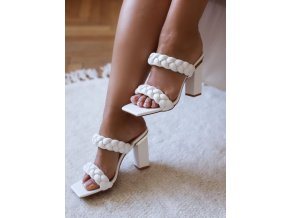 Biele sandále na hrubom podpätku
