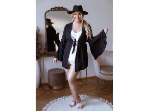 Čierne kimono so širokými rukávmi a opaskom