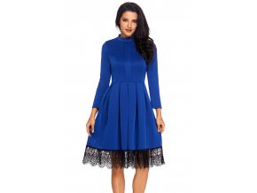 Modré šaty s dlhým rukávom a krajkou na sukni
