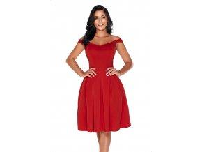 Červené šaty s odhalenými ramenami