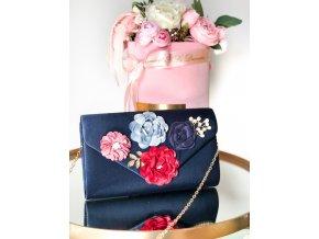 Modrá kabelka s kvetinami