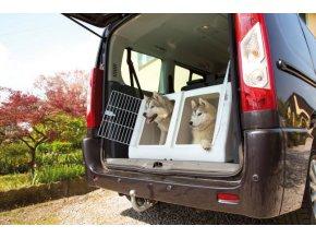 imac prepravka do auta pro dva psy plastova s vysuvnou prepazkou seda d 90 x s 78 x v 53 cm