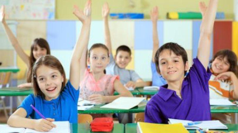 Hola, hola, škola volá! POMÔŽME NAŠIM RATOLESTIAM HRAVO A ZDRAVO ZAČAŤ ŠKOLSKÚ DOCHÁDZKU