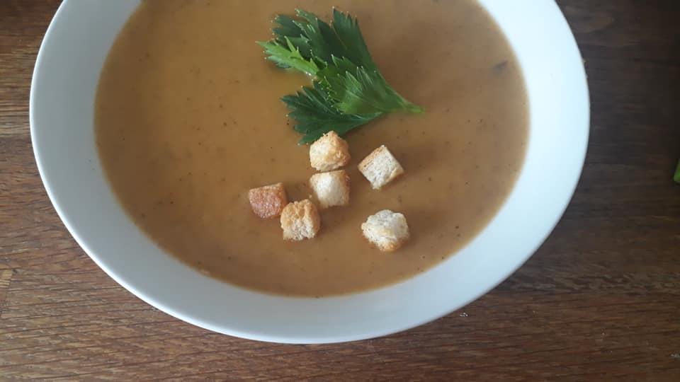 Celerová polévka s uzenou paprikou