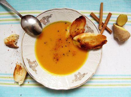 Mrkvová polévka se zázvorem a skořicí
