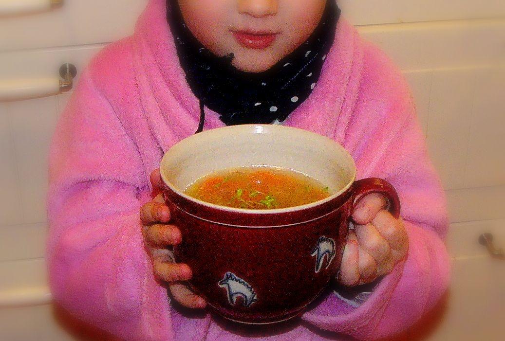 Horkou polévkou proti chřipce.